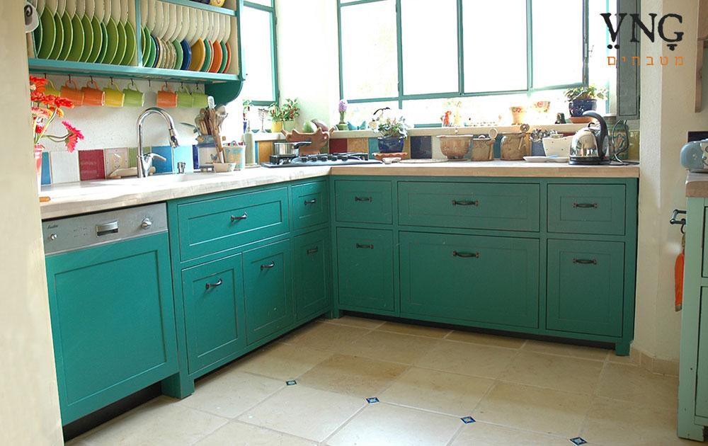 מטבח פרובנס בצבע טורקיז ותכלת