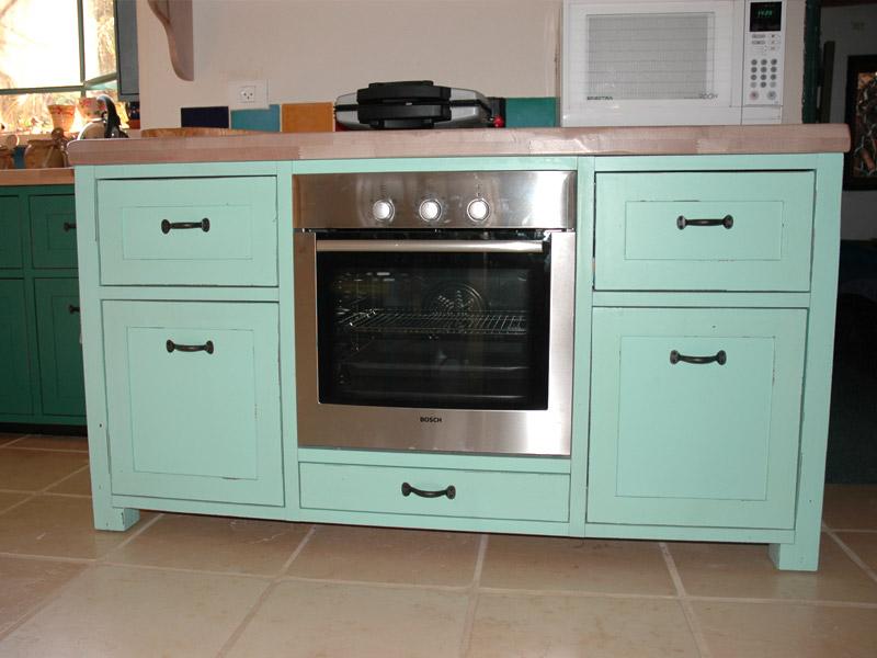 מובלעת מובנית לתנור במטבח כפרי