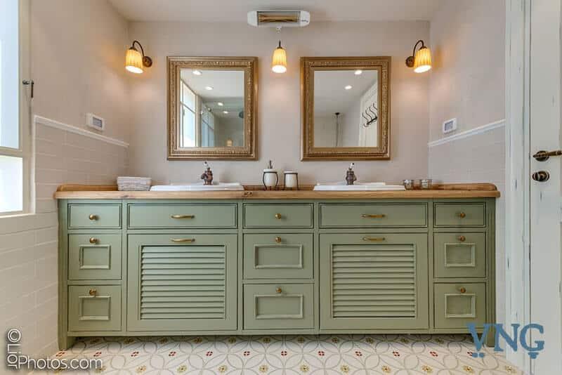 ארון אמבטיה זוגי, שני כיורים ושתי מראות