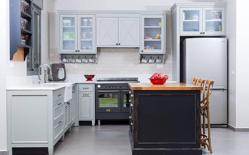 חזית מרכזית במטבח פרובנס מודרני