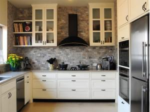 מטבח טוסקני עם חיפויי קיר בסגנון כפרי